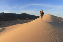 Hiking Kelso Dunes, Mojave Nat...