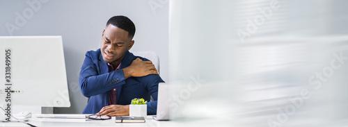 Fotografía Businessman Suffering From Shoulder Pain