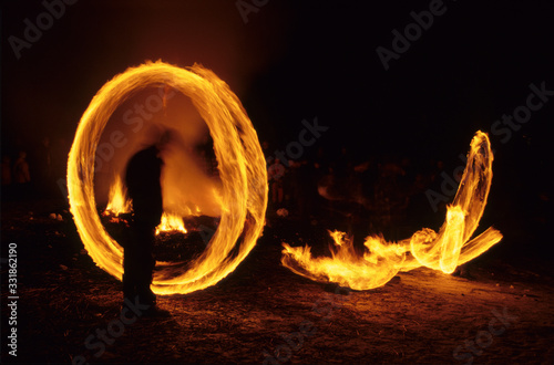 Photo Scuol (Engadine), Switzerland - February 4, 2017: A man spin a fire bal during The Hom Strom day, Scuol, Lower Engadine, Canton of Grisons, Switzerland, Europe