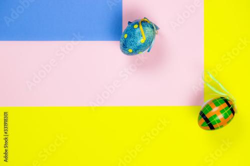 Obraz na plátně Kolorowe tło oraz ozdobne wielkanocne jajka