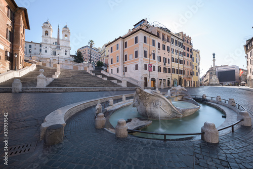 Photo Spanish steps and the Barcaccia fountain