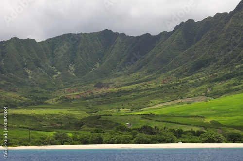 Photo Beautiful scenery of a green landscape with mountains in the Westside of Ohau