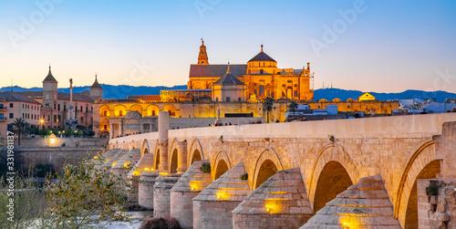 Fotografiet Mezquita Cathedral and Roman Bridge in Cordoba, Spain