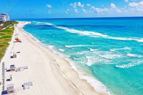 Obraz na plátne Miami Beach beach and Fort Lauderdale beach closed due to coronavirus COVID-19