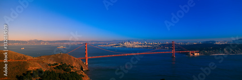 View of the Golden Gate Bridge and city skyline at sunset from the Marin Headlan фототапет
