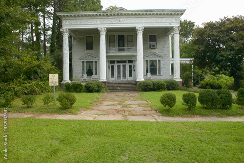 Southern houses in disrepair along Highway 22 in Central Georgia Canvas Print