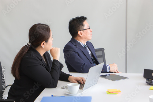 The Minister of Public Health and the Secretary are looking at the presentation Canvas Print