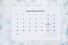 Monatskalender August 2020. Tr...