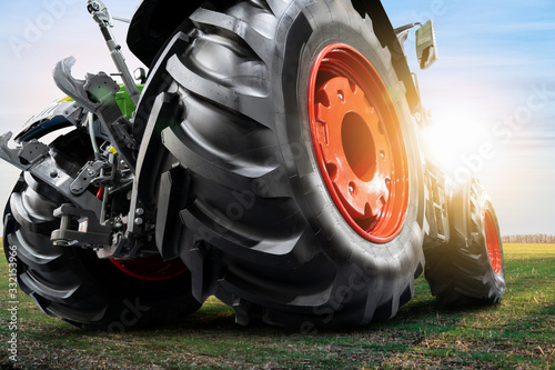 Aufkleber - Bottom view of tractor. Close up of wheels
