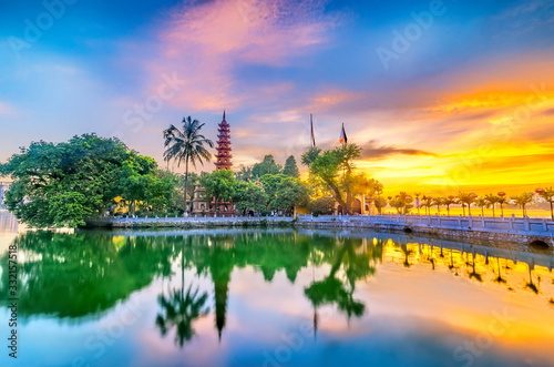 Foto Tran Quoc pagoda in the afternoon in Hanoi, Vietnam