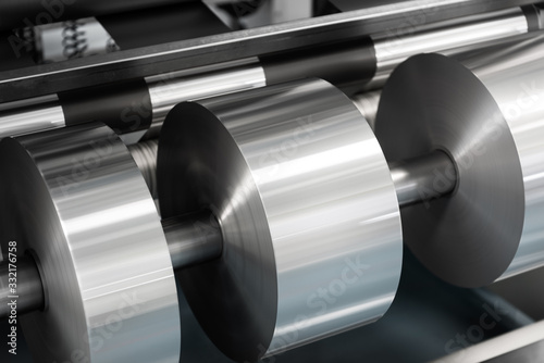 Photo aluminium coil and sheet on machinery
