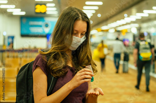 Photo travel woman in mask in airport Flight delay/flight cancellation airspace is clo