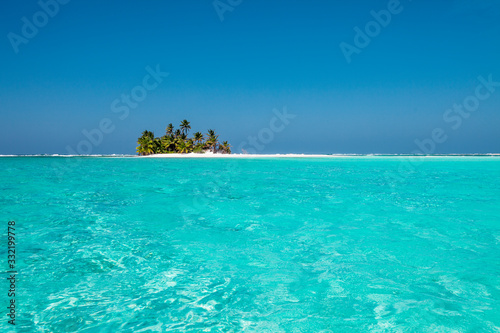 Obraz tiny little sandy island with palm tree and white sand beach in the turquoise lagoon of Cocos Keeling atollm landscapephotography - fototapety do salonu