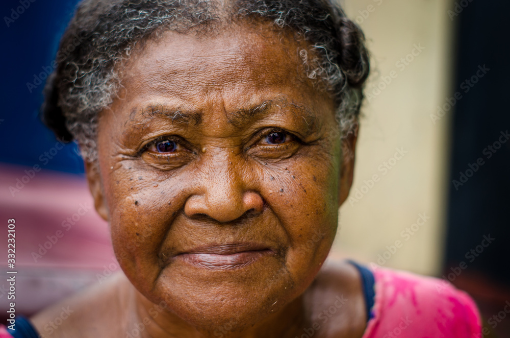 Fototapeta mator lady looking homeless indigenous, smoked with sad face and blue eyes