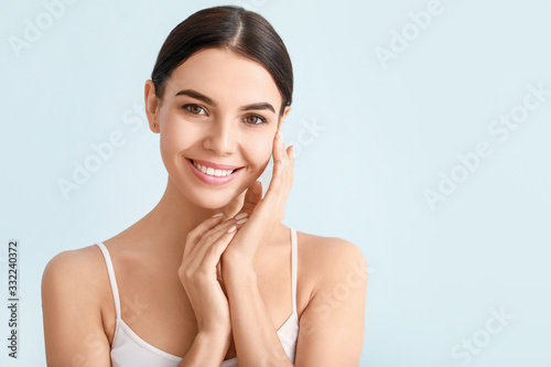 Obraz Beautiful young woman with healthy skin on color background - fototapety do salonu