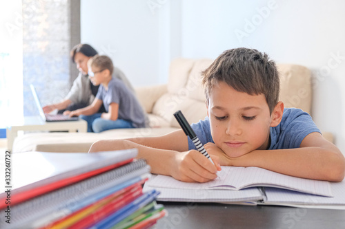 Papel de parede Learning at home, online learning, self quarantine concept