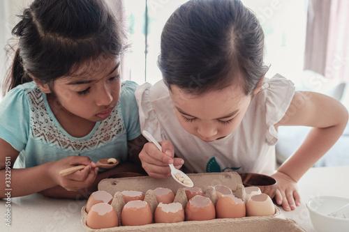 young children planting seedlings in reuse eggshells, montessori homeschool educ Canvas-taulu