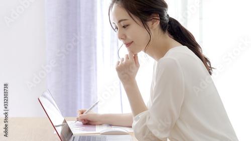 Obraz 女性 ビジネス - fototapety do salonu