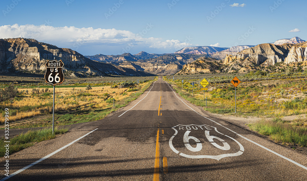 Fotomural Scenic view of famous Route 66 in classic american mountain scenery at sunset