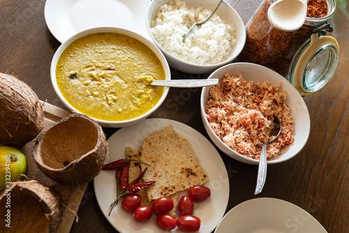 Lankijskie jedzenie, dal, pol sambol, roti, rice