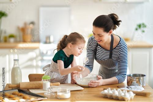 Obraz family are preparing bakery together - fototapety do salonu