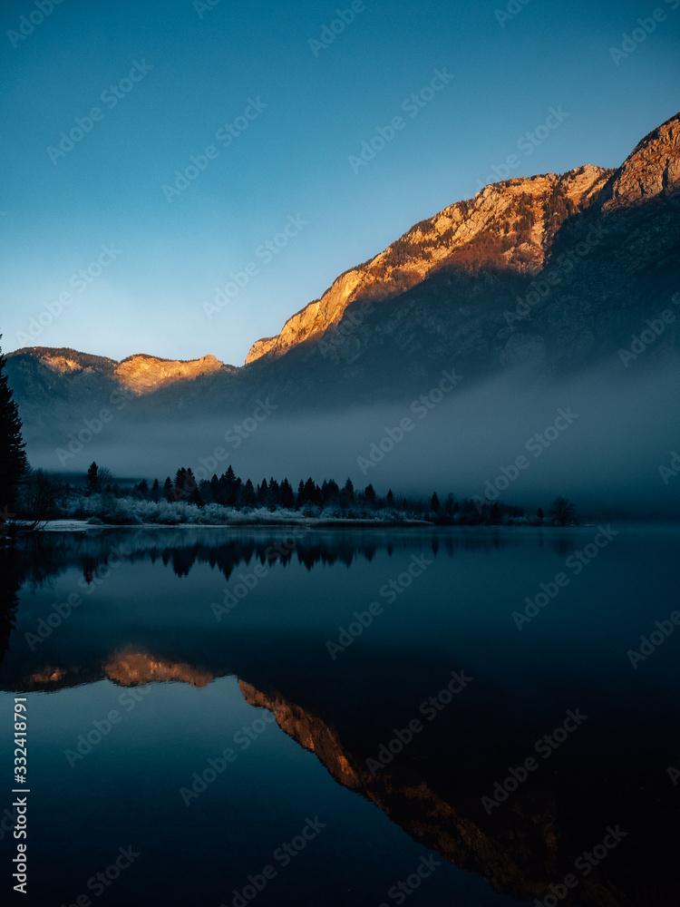 Fototapeta sunset at the lake