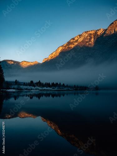 Obraz sunset at the lake - fototapety do salonu