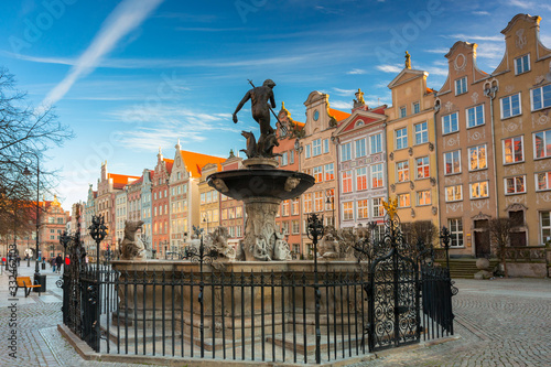 Photo Fountain of Neptune in old town in Gdansk, symbol of the city