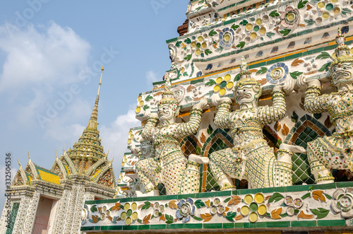 Fotografering Guardian demons on the stupa at the Wat Arun Buddhist Temple in Bangkok Thailand