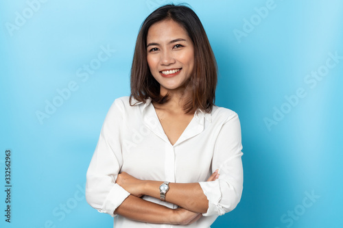 Fototapeta portrait business woman asian on blue background obraz