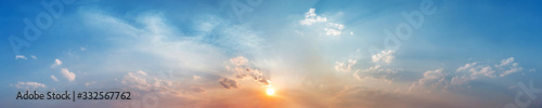 Foto Panorama of Dramatic vibrant color with beautiful cloud of sunrise and sunset