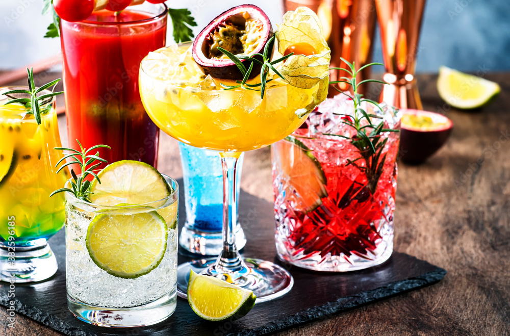 Fototapeta Set of summer alcoholic cocktails, popular bright refreshing alcohol drinks and beverages