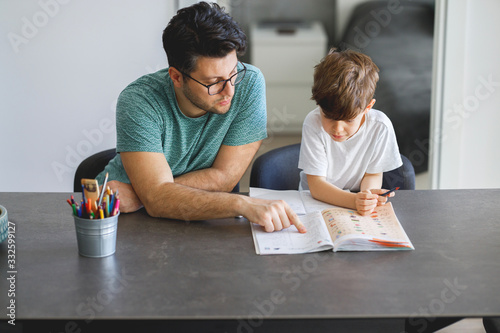 Canvastavla Father homeschooling his son