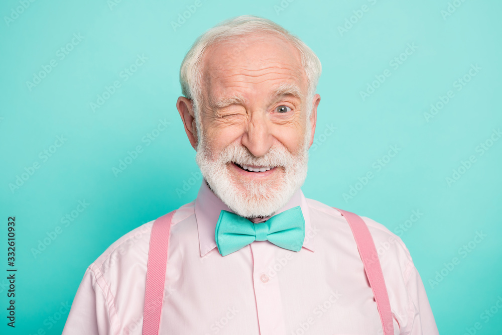 Fototapeta Close up photo of imposing dreamy candid old man wink blink enjoy cool best weekend wear good look clothing isolated over green color background