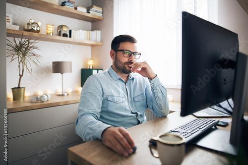 Obraz Working remotely from home - fototapety do salonu