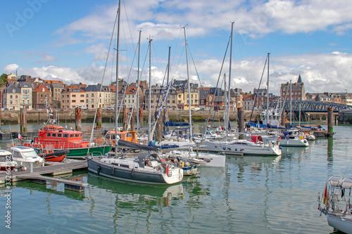 Fototapeta Dieppe. Une partie du port de plaisance et front de mer. Seine-Maritime. Normandie obraz