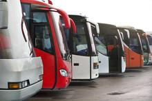 Autobus Rossi E Bianchi In Att...