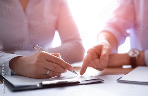 Business people negotiating a contract. Wallpaper Mural