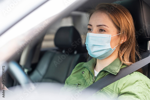 Fotomural Young adult wearing a protection mask and drive