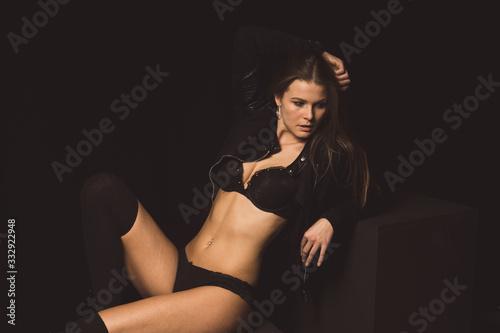 Fotomodel mit Lederjacke in sexy Pose Canvas Print