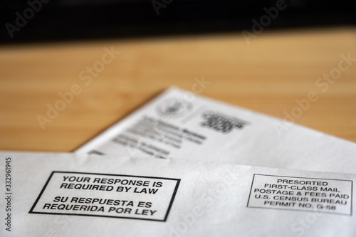 Valokuva 2020 US Census mail envelope and form