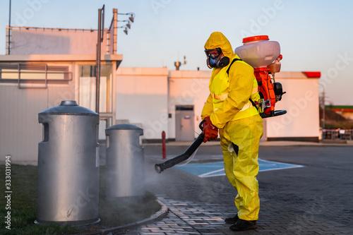 Fototapeta dezynfekcja miasta po koronawirusie, sterylizacja miejsc publicznych  obraz
