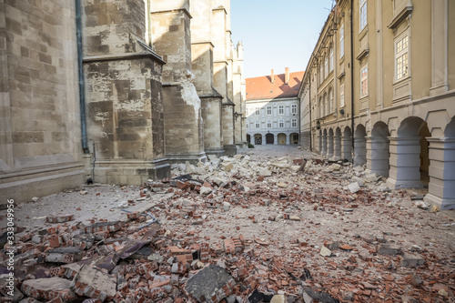 Canvas Print Zagreb hit by the earthquake damaged cathedral