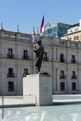 Photo Monument to Arturo Alessandri Palma in front of the Moneda Palace, Santiago, Chi
