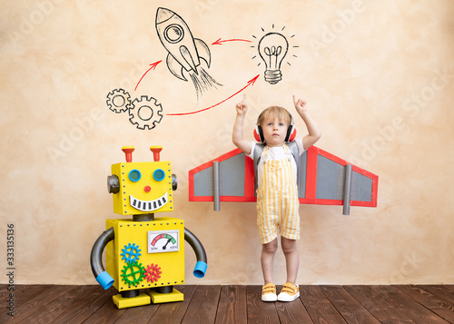Fotomural Happy child with toy robot