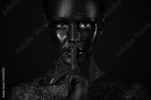 Foto art photo of a beautiful woman with black face