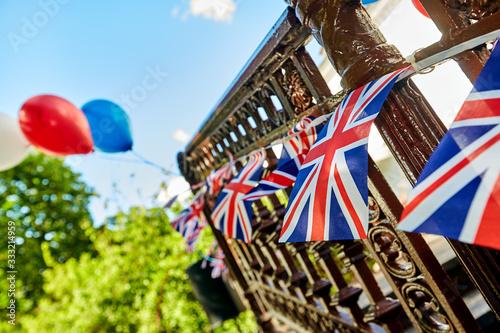 Photo British Union Jack bunting flags against blue sky