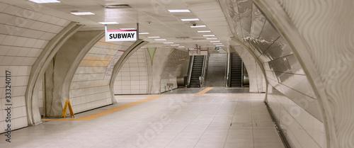 Foto Underground subway station hallway tunnel with escalator