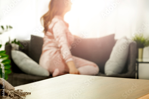 Obraz A woman at the table in the glow of the morning light - fototapety do salonu