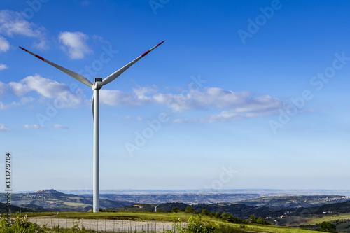 Torres generadoras de energia eolica en Italia Wallpaper Mural